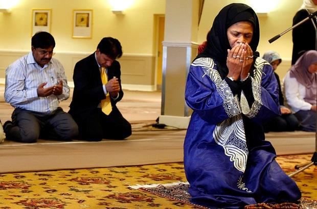 Amina Wadud dirige una oración en Oxford, Inglaterra