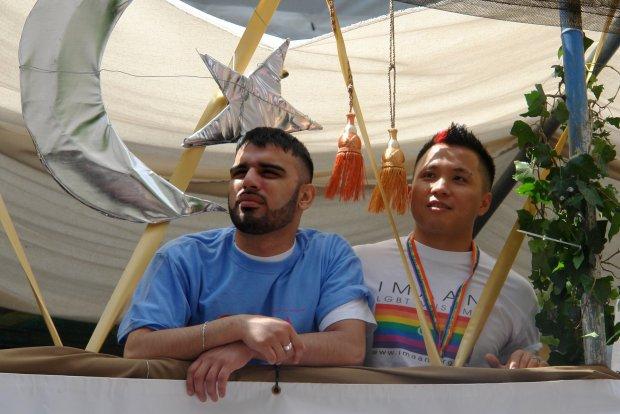 Miembros del Colectivo homo-musulmán Imaan durante el Gay parade en EE.UU.