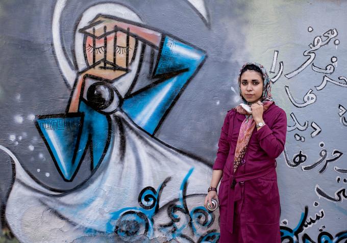 Shamsia Hassani graffeuse afghane peint des femmes en burqa